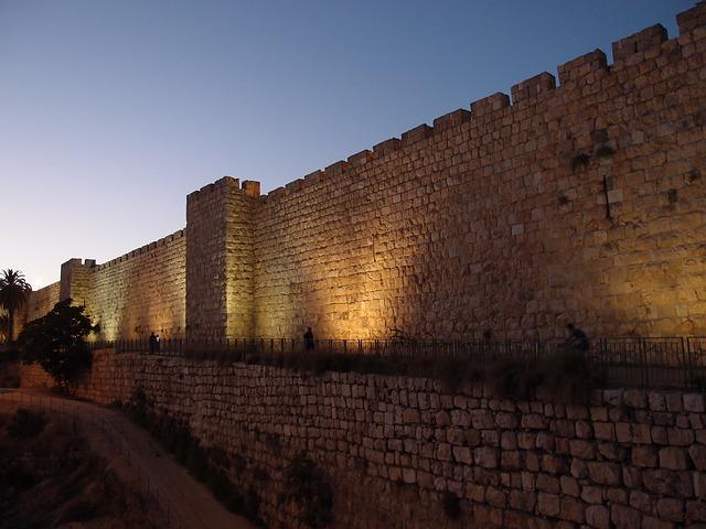 בני ובנות מצווה - חנוכה בירושלים